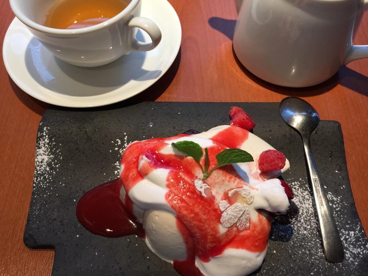豆乳レアチーズケーキとはちみつほうじ茶「kawara CAFE & DINING 銀座店」