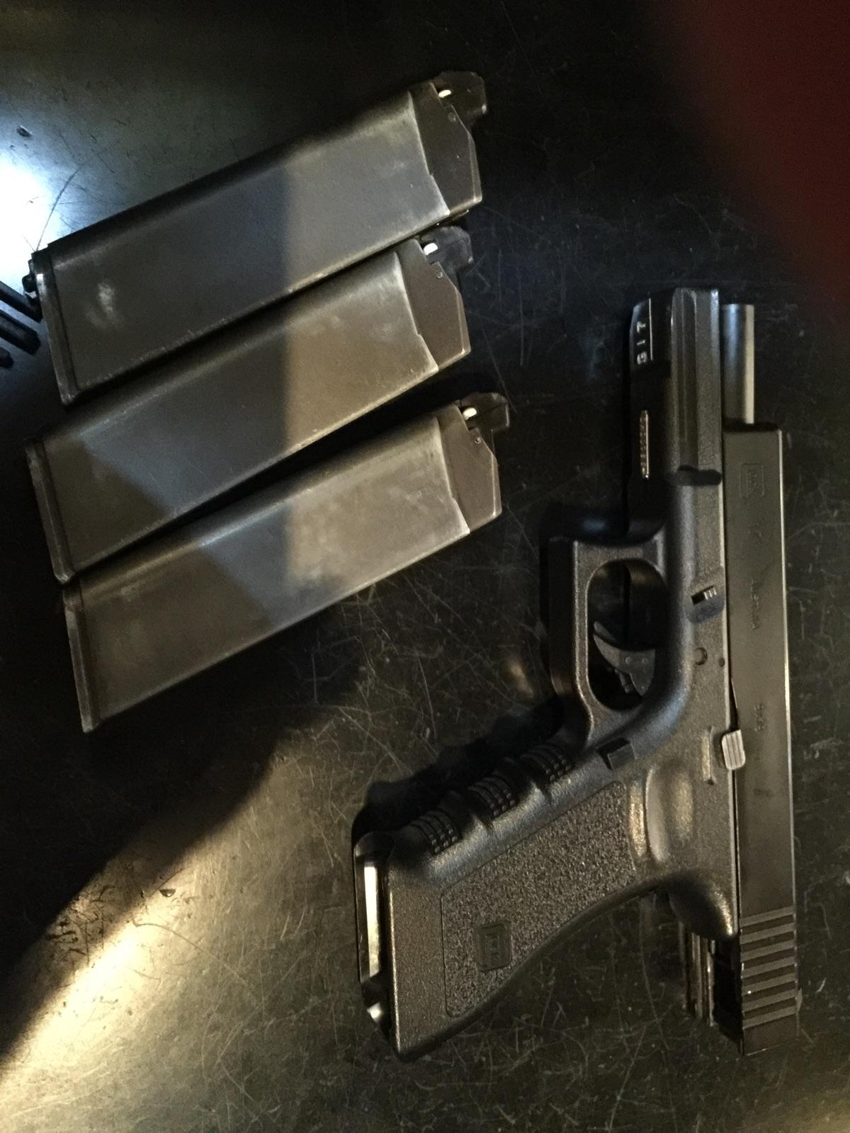ハンドガンからスナイパーライフルまで!色々なエアガンを撃てる吉祥寺のバー「SHOOTING BAR EA」