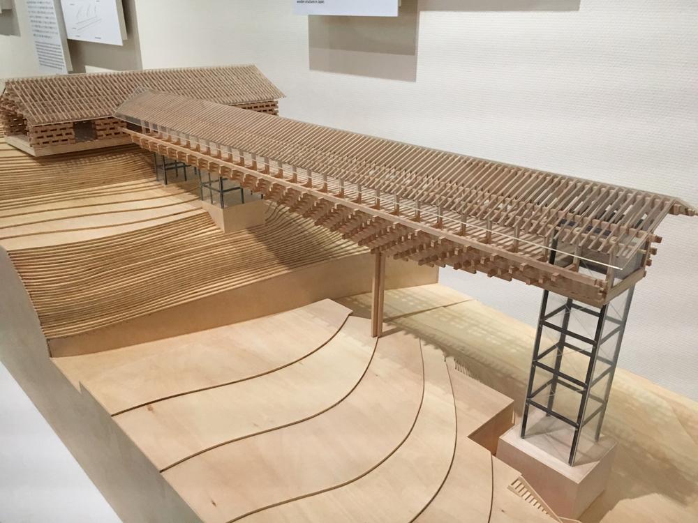 東京駅のギャラリー、東京ステーションギャラリーで開催中「くまのもの 隈研吾とささやく物質、かたる物質」を観てきた