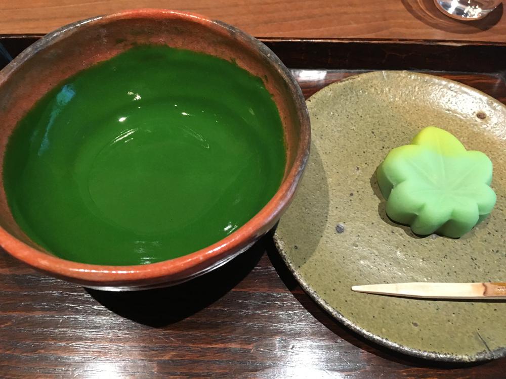 俺はうまい抹茶が飲みたいだけなんだっ。丸の内の「一保堂茶舗 東京丸の内店」の喫茶室「嘉木」で抹茶をいただく