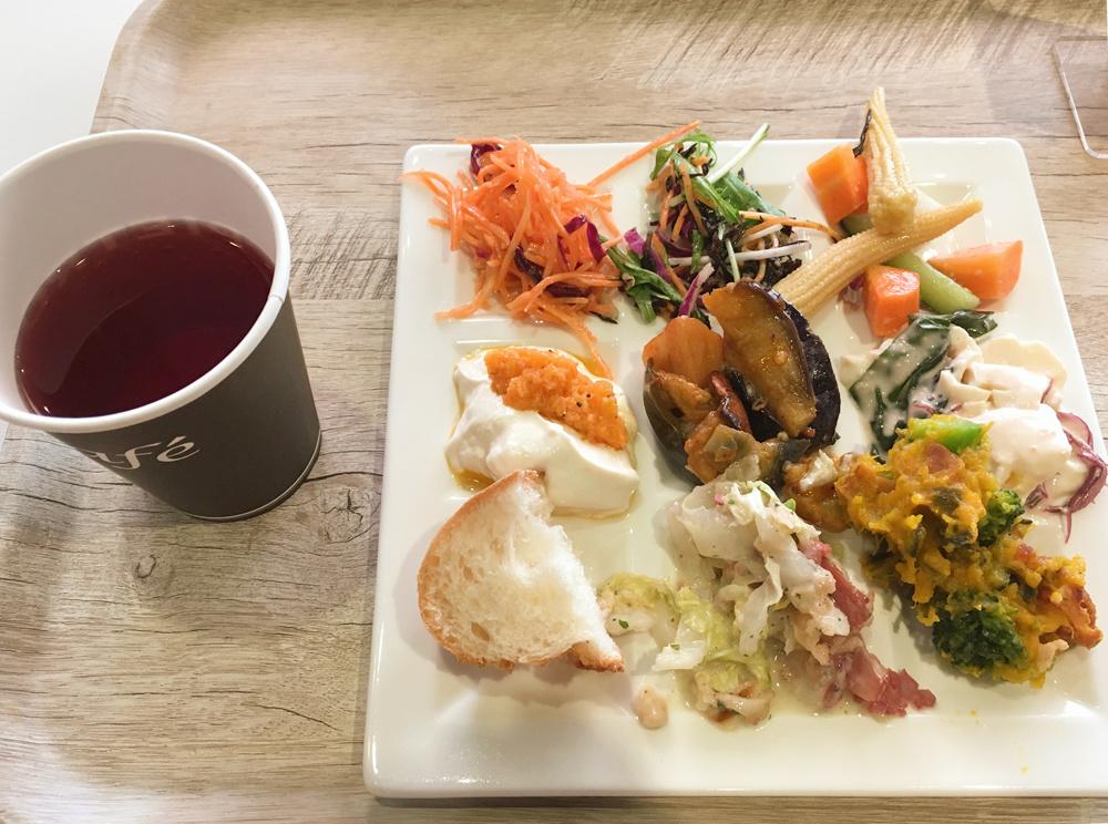 サラダボウルからお惣菜のビュッフェに変わってた!アンテナショップ「ピエトロドレッシング 有楽町店」でご飯
