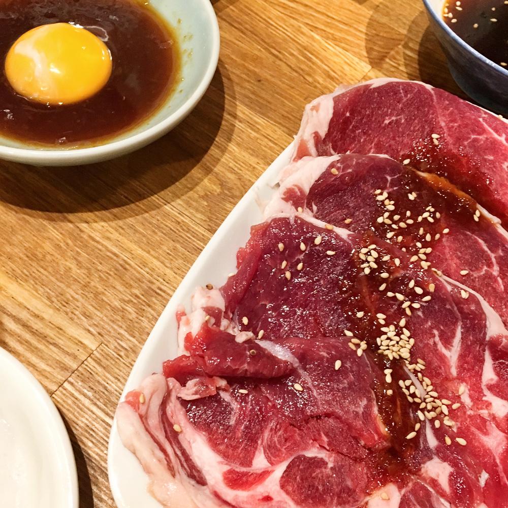 新橋のジンギスカン!がっつりと新鮮なラム肉を安価で食べられるお店「羊肉炭火焼 肉汁屋」