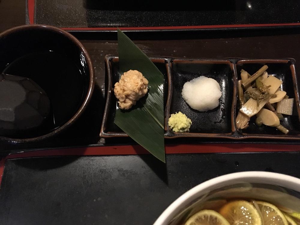 新宿西口、電気街にある蕎麦屋「手打蕎麦 渡邊」ですだちそばとそばがきで一杯!