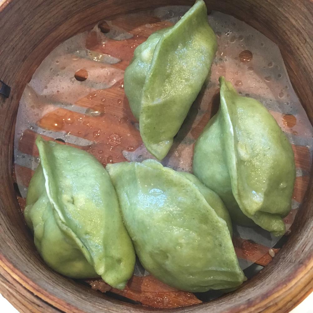 六本木、国立新美術館近くの「蒼龍唐玉堂 龍土町」で羊ざんまいの担々麺と餃子!
