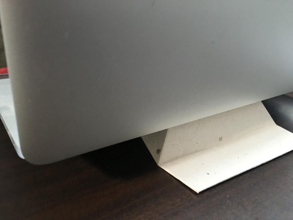和紙でできたPCスタンド「フォルダブル」が便利。軽くて丈夫。組み立ては簡単な折り紙のよう