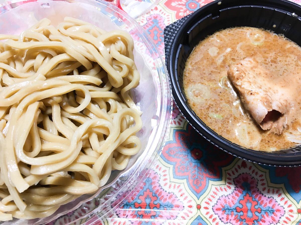 セブンイレブンで売っていた「とみ田監修 濃厚豚骨 魚介 冷やし焼豚つけ麺」を食べてみた