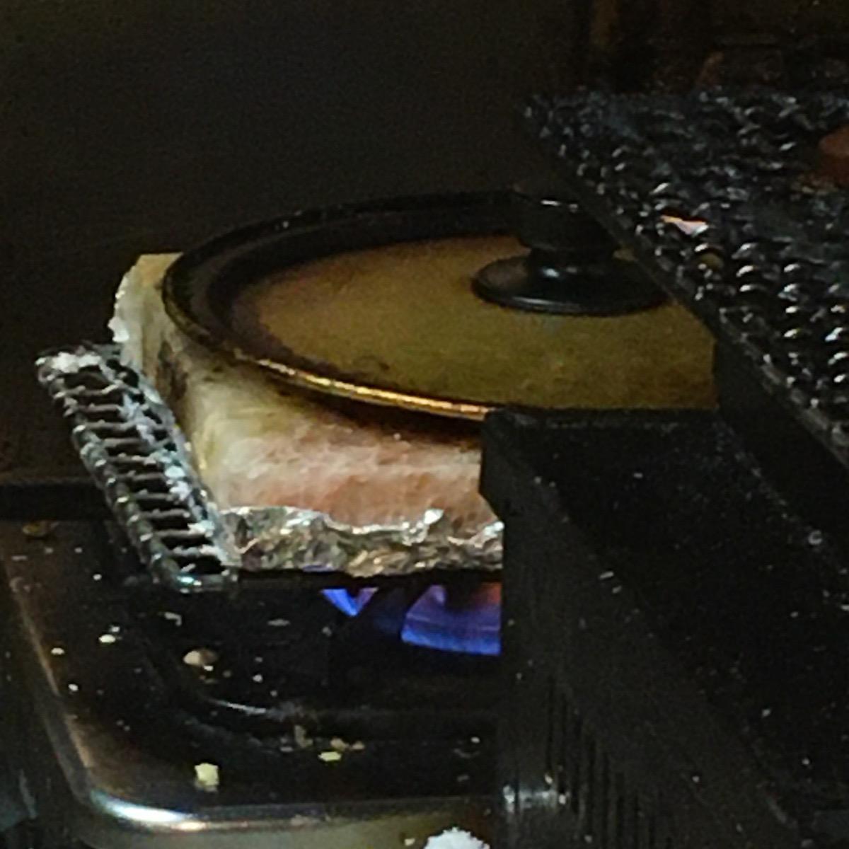 鶯谷の小さな居酒屋「あまのじゃく」ヒマラヤの岩盤塩プレートで焼いた肉が美味い!