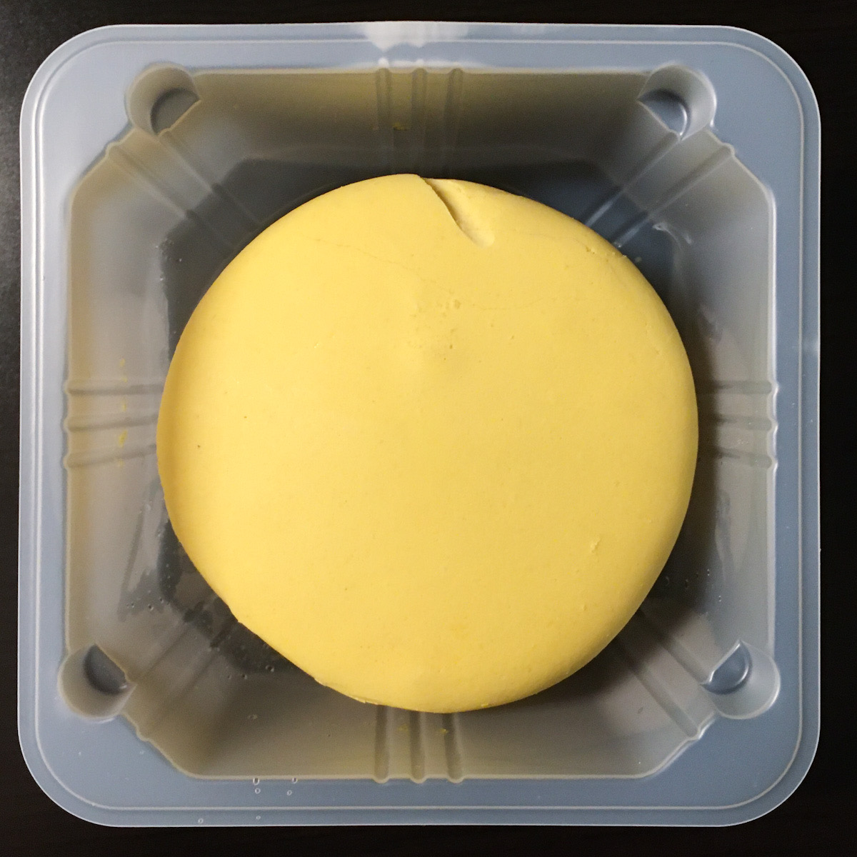 セブンイレブンのKiriクリームチーズを使った新しいアイス!「クリームチーズマカロンアイス」が絶品!